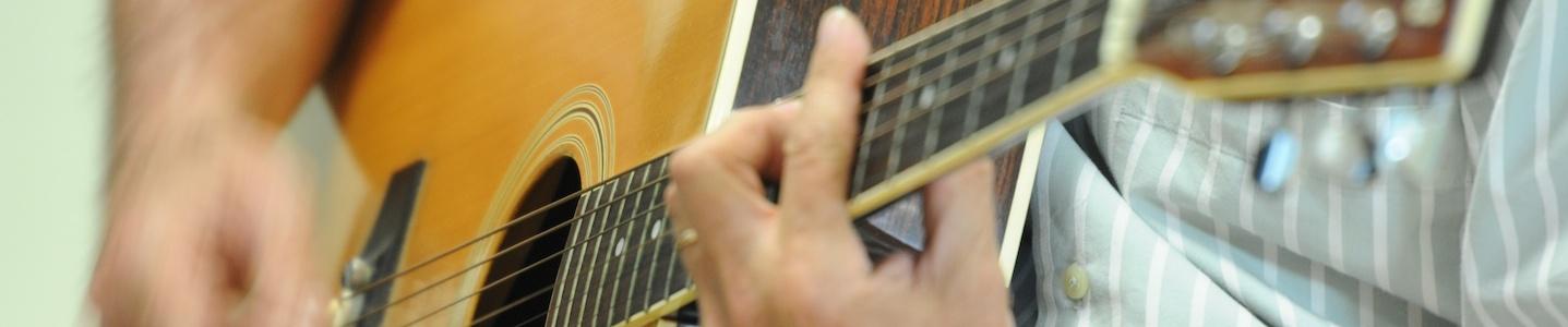 Fête-AVEC-Guitare-détente-et-chansons